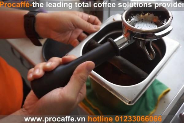 Vệ sinh máy pha cà phê sau sử dụng
