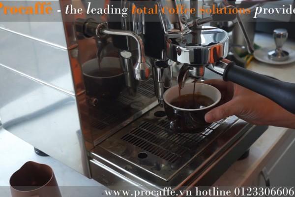 Cách pha Regular Coffee cổ điển